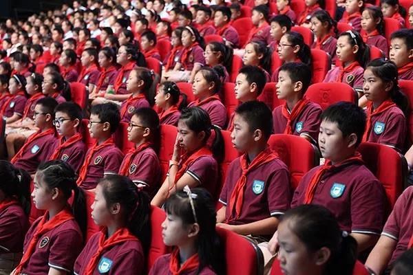 """我市101万名中小学生学生共上""""开学第一班会课"""""""