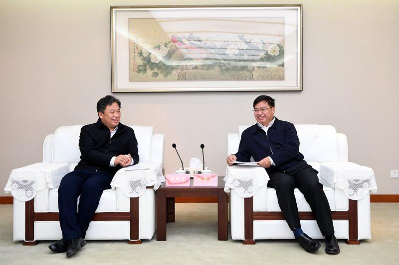 市委常委、宣传部部长杨新忠拜访新华报业传媒集团